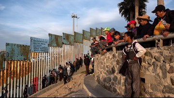 Migrant caravan: First Central Americans arrive at the US-Mexico border