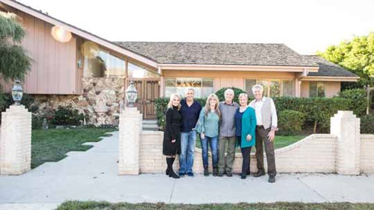 brady bunch cast at home