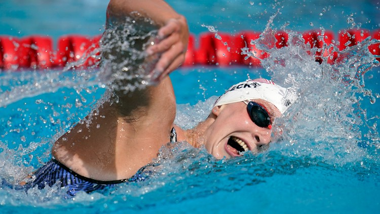 At swimming trials, Ledecky keeping an eye on NHL playoffs