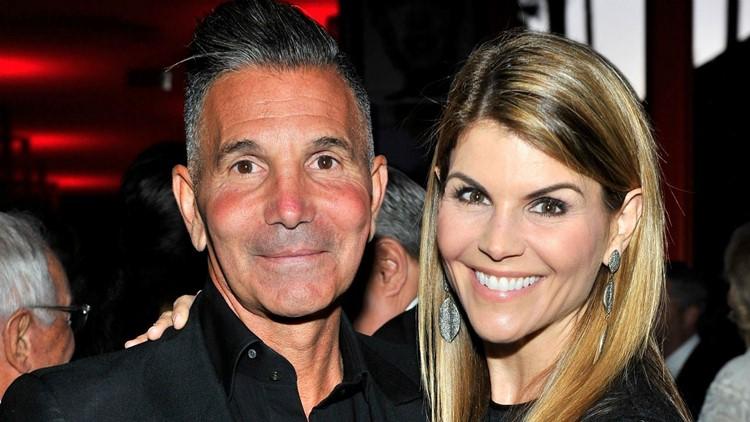 Lori Loughlin And Mossimo Giannulli S Trial Date Set Wkyc Com