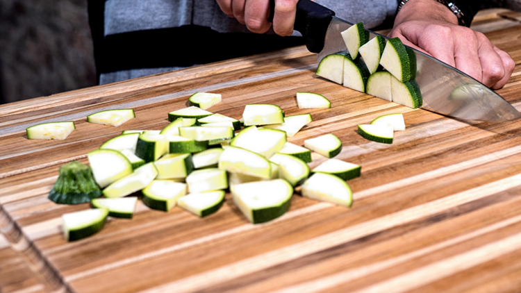 The best Thanksgiving tools of 2018: Teakhaus cutting board