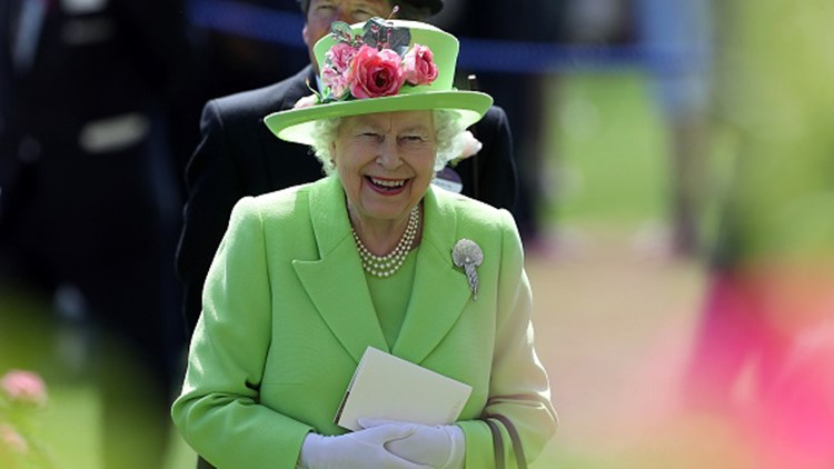 TOPSHOT - Britain's Queen Elizabeth II reacts as she attends day four of the Royal Ascot horse racing meet, in Ascot, west of London, on June 22, 2018. (Photo by DANIEL LEAL-OLIVAS / AFP) (Photo credit should read DANIEL LEAL-OLIVAS/AFP/Getty Images)