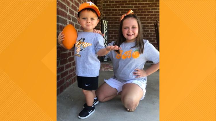 Siblings sing rocky top, big orange fans