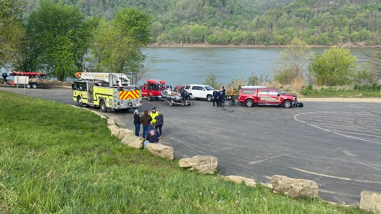 Search investigation underway after deadly boat collision on Ohio River, 2 missing