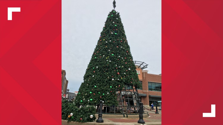 Watch: Crocker Park's annual Christmas tree lighting | wkyc.com