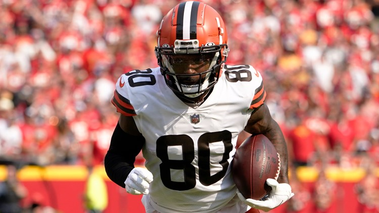 Cleveland Browns WR Jarvis Landry week to week with MCL sprain