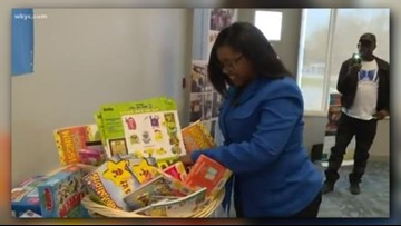 Cleveland teacher receives helping hand to get kids excited about reading