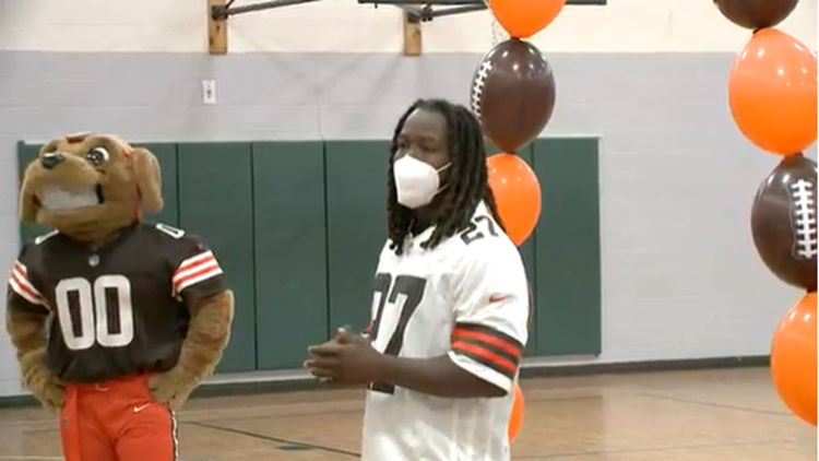 Cleveland Browns running back Kareem Hunt makes appearance at Boys & Girls Clubs of Northeast Ohio