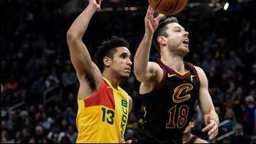 Matthew Dellavedova earns 'MVP' chants in first home game back with Cleveland Cavaliers