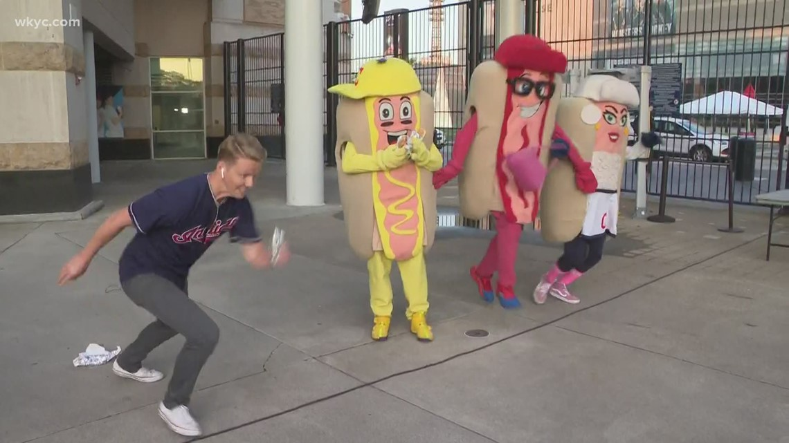 3News' Austin Love races Cleveland Indians' hot dogs at Progressive Field