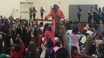 WKYC's Brandon Simmons kicks off summer reading rally with Maple Heights students