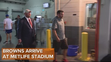Cleveland Browns arrive at Metlife Stadium
