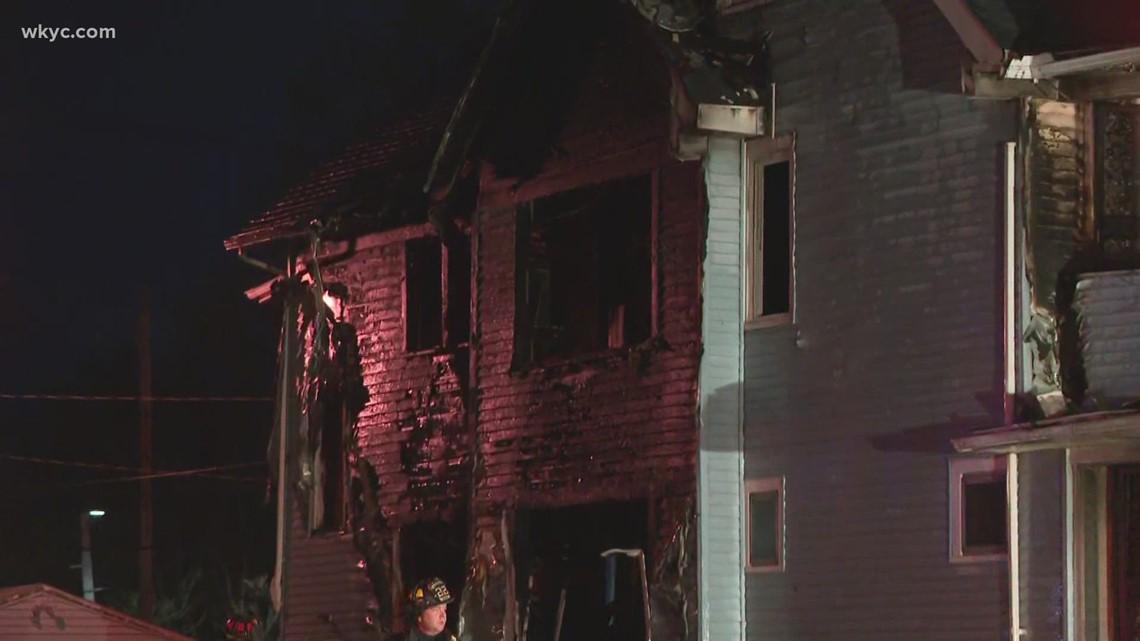 4 adults, 4 children safely escape Cleveland house fire
