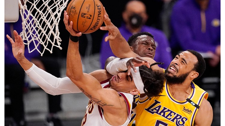 Los Angeles Lakers rally past Cleveland Cavaliers to snap 4-game losing streak