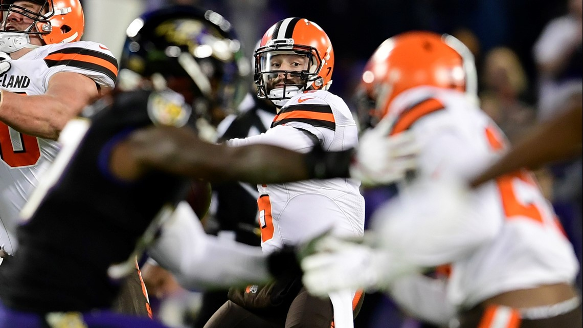 b045dbb2 Cleveland Browns quarterback Baker Mayfield (6) looks to throw from the  pocket during the second quarter against the Baltimore Ravens at M&T Bank  Stadium in ...