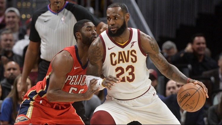 d0b60f8595ff Watch  LeBron James receives standing ovation after breaking Michael  Jordan s record