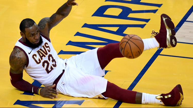 dde60868e6ef NBA referees admit they made mistake not calling foul on LeBron James   fastbreak