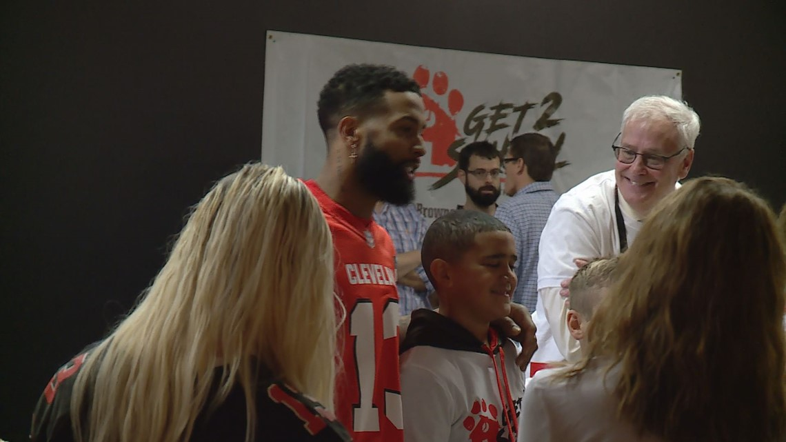 Look: Odell Beckham Jr. bowls perfect strike while bowling with Canton students