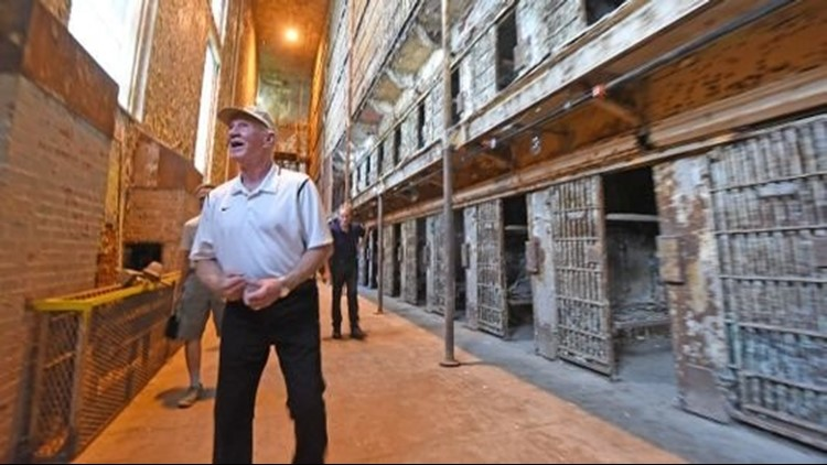 Former inmate returns to tour Ohio State Reformatory ...