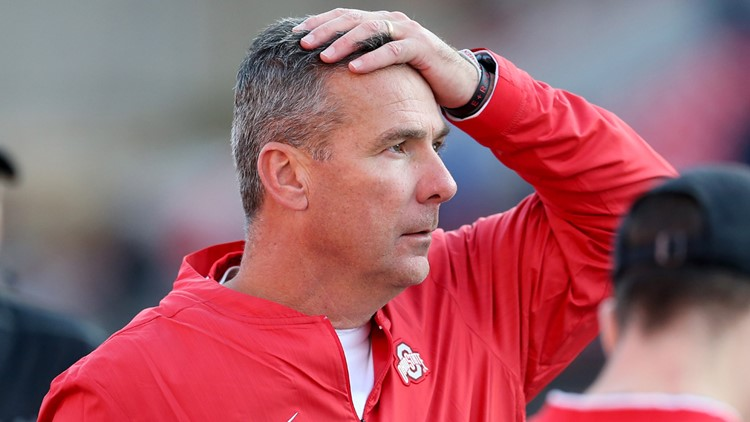 Ohio State head coach Urban Meyer reacts after a play against the Maryland Terrapins-43425758