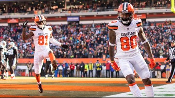 Cleveland Browns WR Jarvis Landry leads team in campfire celebration after 51-yard touchdown catch