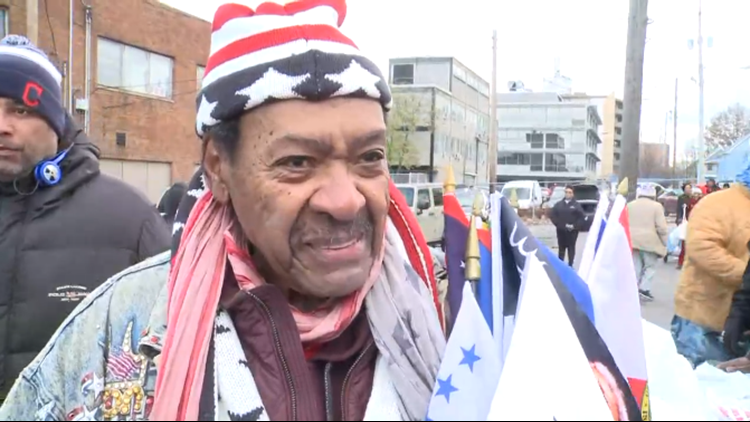 Don King hands out free turkeys in Cleveland