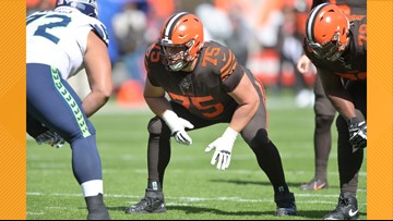 'Can we just finish the game?' Cleveland Browns OL Joel Bitonio tried to be voice of reason during melee