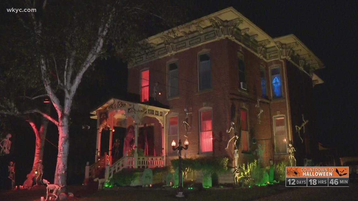 Skeletons take over 'haunted' Halloween house in Wellington, Ohio