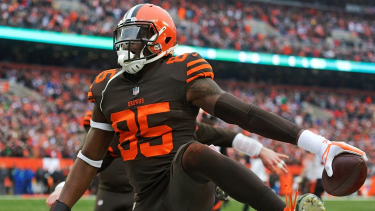 David Njoku Chief Slam Cincinnati Bengals-Cleveland Browns Football
