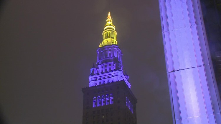 Cleveland pays tribute to Kobe Bryant as Terminal Tower illuminates in Lakers' colors