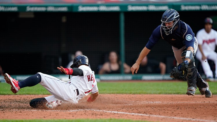 Cleveland Indians rally in 9th, top Seattle Mariners on throwing error in 10th