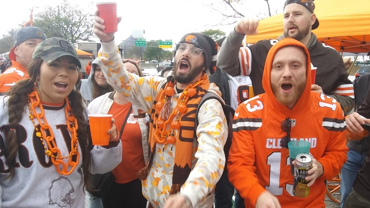 PHOTOS: Chilly temps can't keep Cleveland Browns fans away from Muni Lot