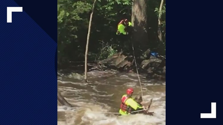 WATCH | 2 rafters rescued from Cuyahoga River in Kent