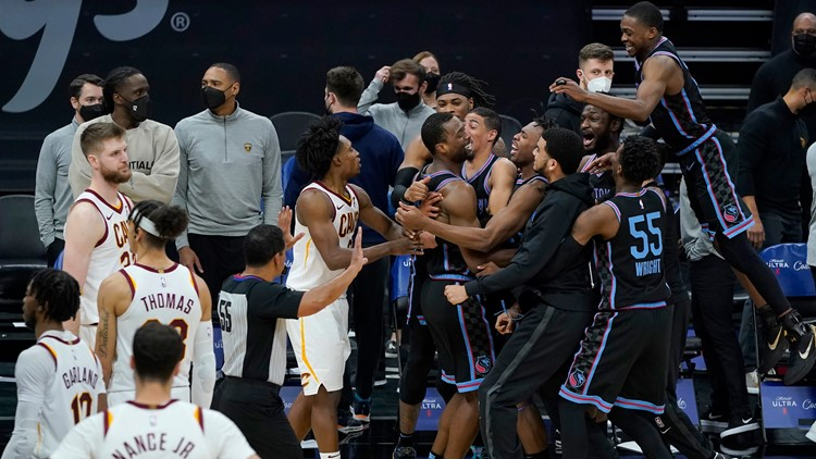 Sacramento Kings beat Cleveland Cavaliers on Harrison Barnes' 3-pointer at the buzzer