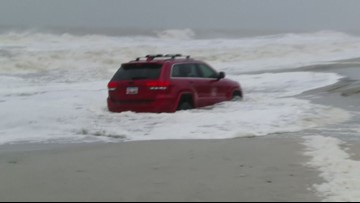 Jeep SUV stranded along shore of Myrtle Beach as Hurricane Dorian strikes