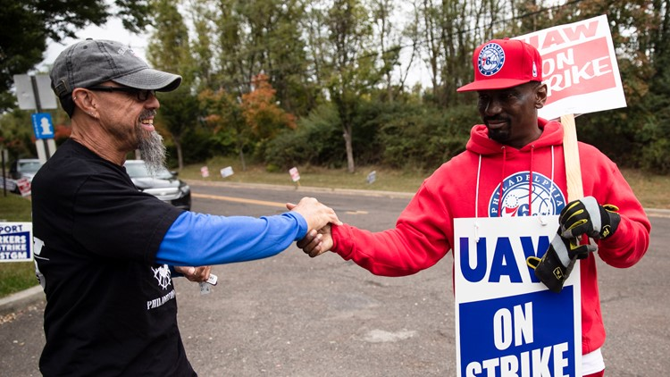 Workers celebrate deal with GM, show union power in industry