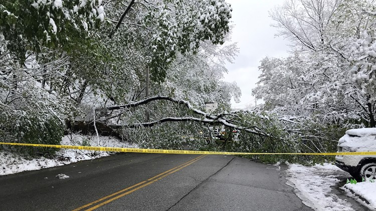 Thousands of power outages reported as spring snow hits Northeast Ohio