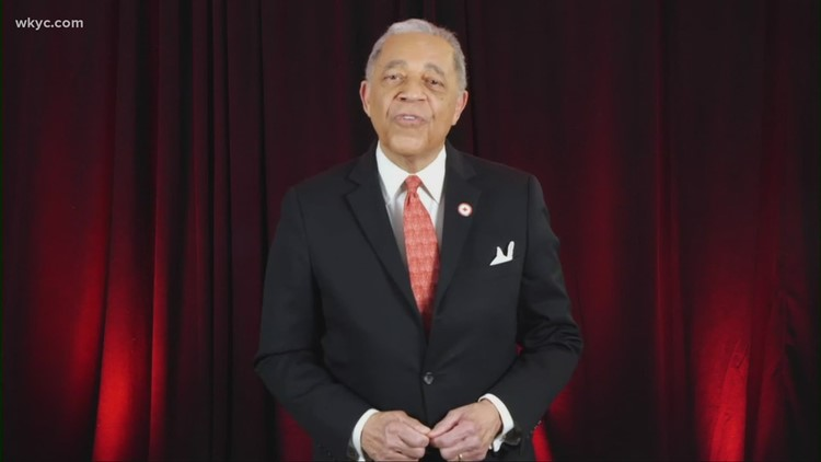 3News' Leon Bibb presents awards to local heroes at annual American Red Cross Northeast Ohio awards ceremony