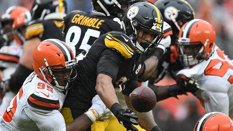 Myles Garrett forces fumble for Cleveland Browns against Pittsburgh Steelers