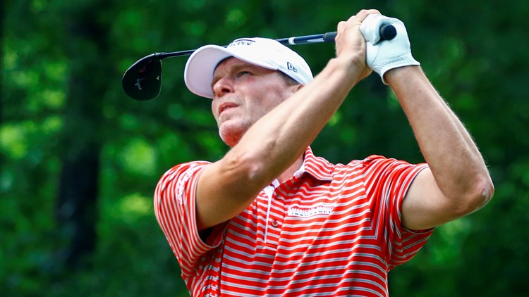 Steve Stricker goes from runaway to holding on for 4-shot lead after 3rd round of Senior Players Championship at Firestone