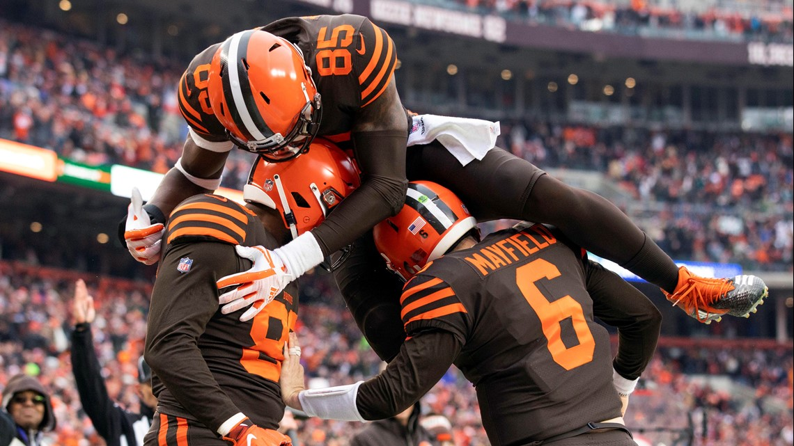 a1a5603b4 Cleveland Browns tight end Darren Fells (88) gets congratulated by  quarterback Baker Mayfield (6) as tight end David Njoku (85) jumps on top  of them during ...
