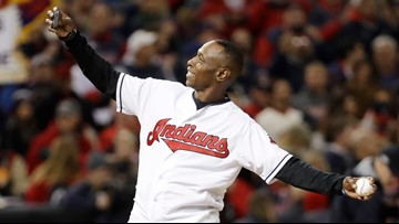 Cleveland Indians legend Kenny Lofton presents $15,000 gift to Cleveland schools