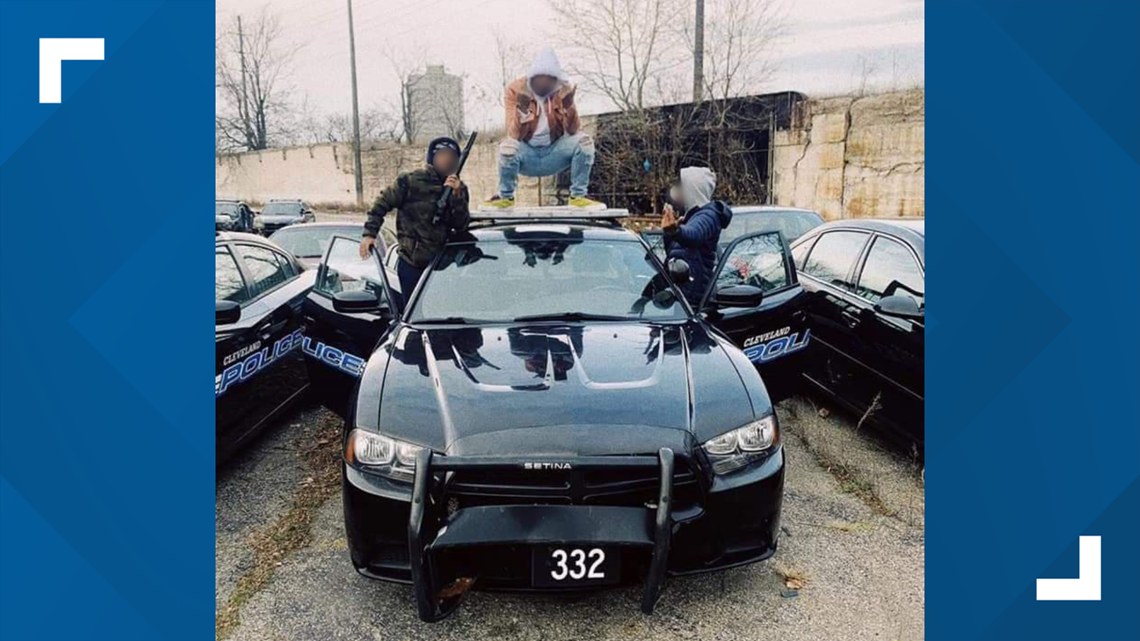 Verified: Cleveland Police confirm to 3News authenticity of viral photo showing 3 people on squad car