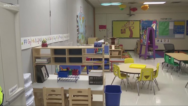 Cleveland Metropolitan School District sticks to plan to return to classroom Monday despite teachers' vote to continue remote learning