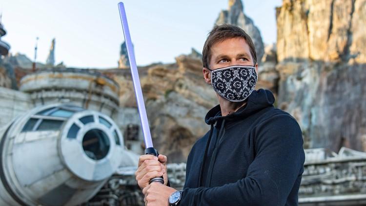 Tom Brady visits Disney World, builds own lightsaber at Star Wars: Galaxy's Edge